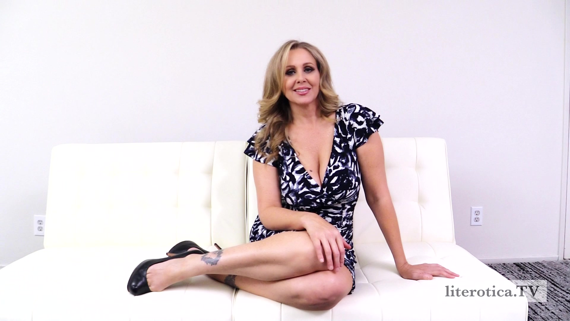 Married Milfs First Swingers Club By Julia Ann Video - Littv-2101